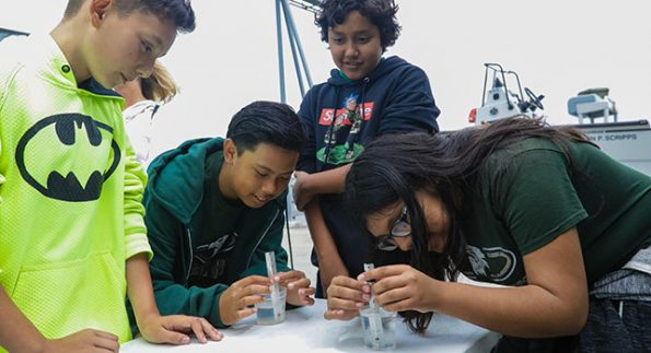 Kids doing a water experiment at Birch Aquarium